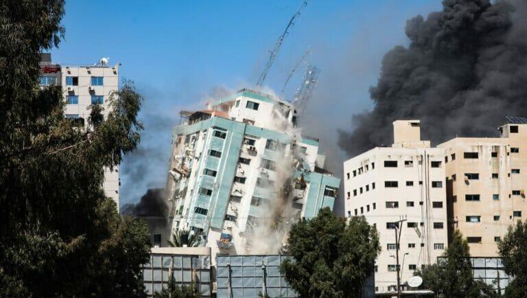 Israelischer Luftangriff auf den Medientower in Gaza