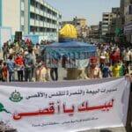 Hamas-Anhänger protestieren gegen die Verscheibung der Wahlen durch Mahmud Abbas