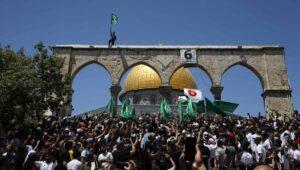 Unterstützer der Terrororganisation Hamas demonstrieren am A-Quds-Tag auf dem Tempelberg