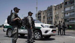 Israelische Polizei in Lod versucht, die Ruhe in der Stadt wiederherzustellen