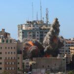 Israelischer angriff auf den Medientower in Gaza