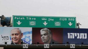 Sowohl Netanjahu (li.) als auch Lapid (re.) sind auf Naftali Bennet angewiesen