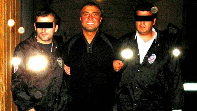 Der türkische Mafiaboss Sedat Peker bei einer Verhandlung im Jahr 2004