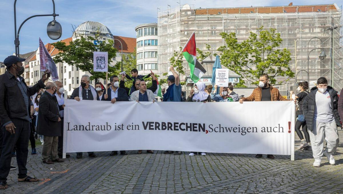 Berlin: Demonstration gegen die drohenende Zwangsräumung in Sheikh Jarrah