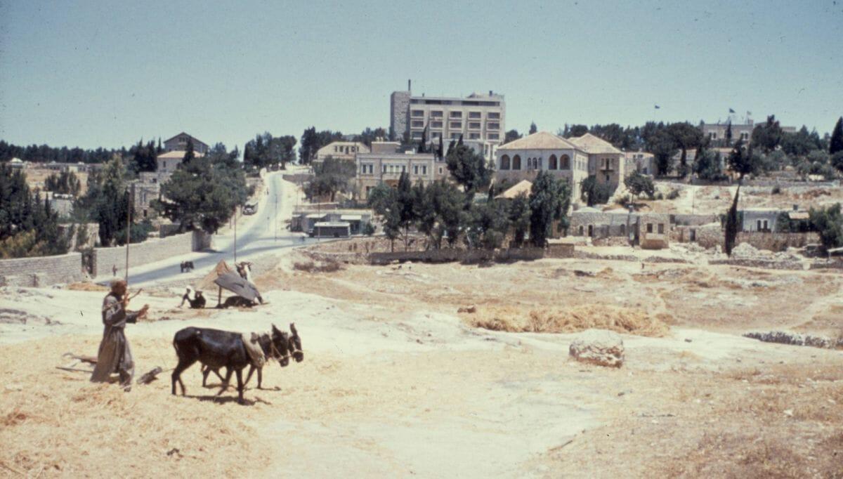 Sheikh Jarrah mit dem Embassador Hotel im Jahr 1948