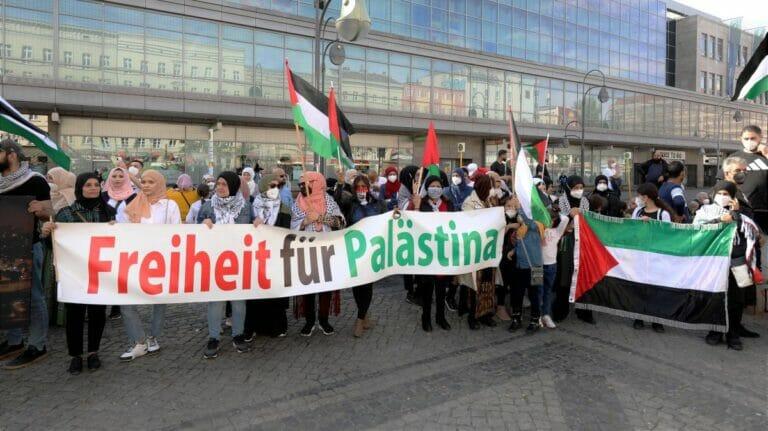Demonstration in Berlin anlässlich der Unruhen in Sheikh Jarrah in Jerusalem