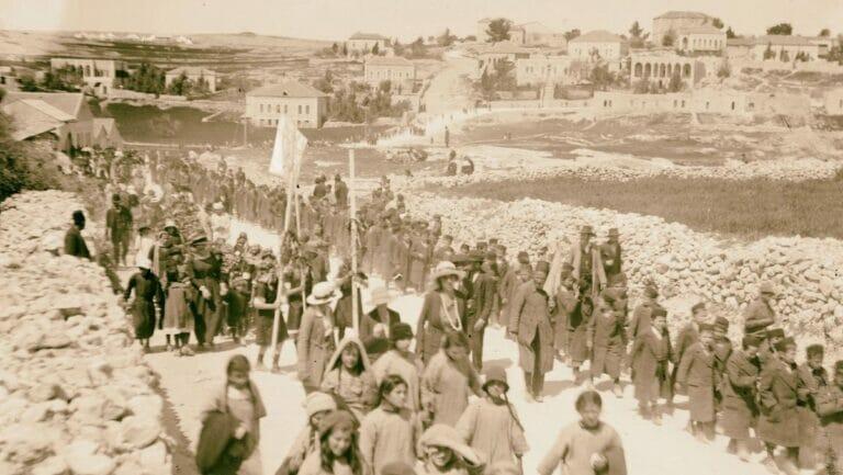 Juden im Jahr 1918 auf dem Weg zum Grab des Shimon haTzadik