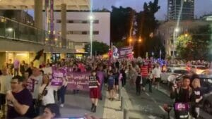 Jüdsiche und arabische Israelis demonstrieren in Tel Aviv für friedliche Koexistenz