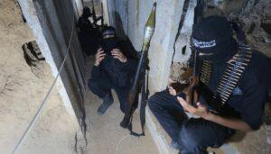 Tunnel in Gaza: Palästinenische Terroristen beten zu Ramadan
