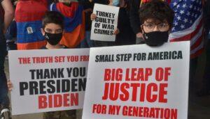 """Amerikanische Armenier bedanken sich bei US-Präsident Biden für die Verwendung des Wortes """"Genozid"""""""