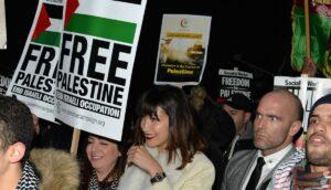 Bella Hadid auf einer antiisraelischen Demonstration in London 2017