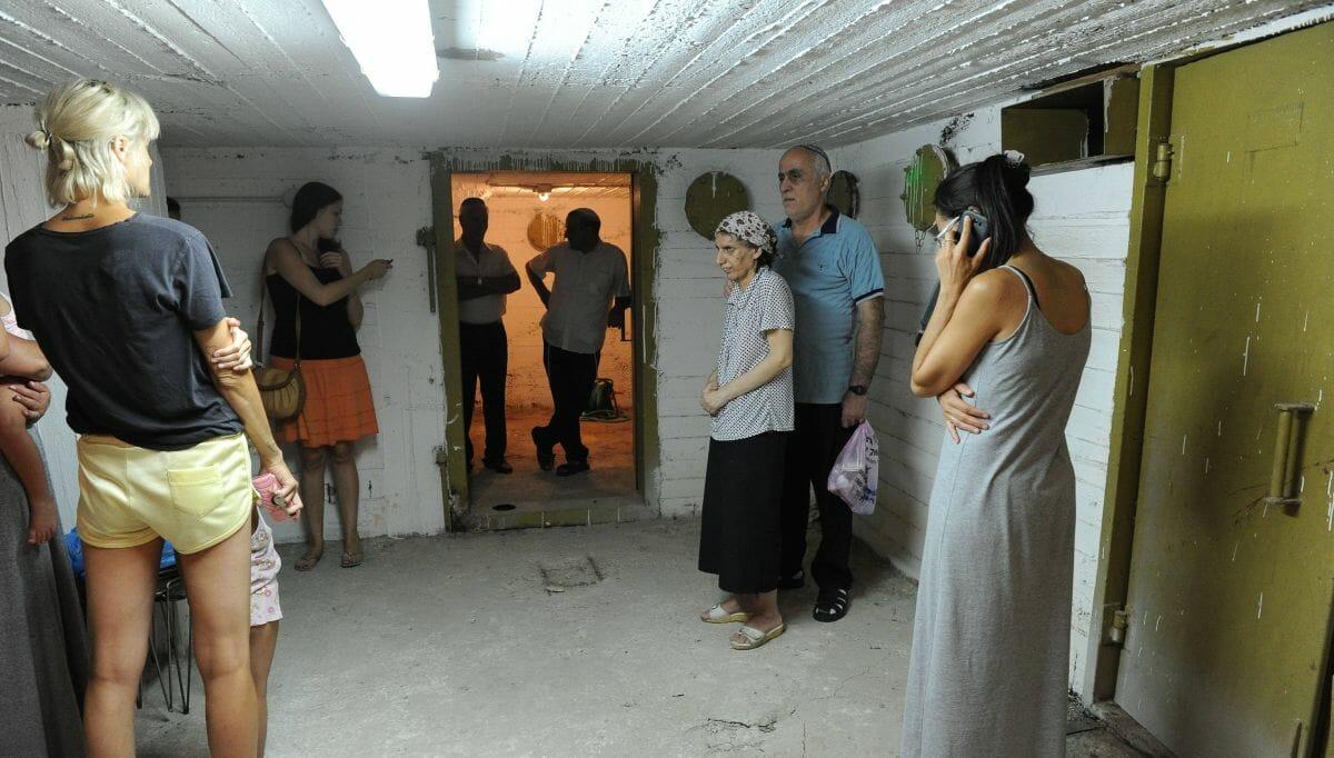 Bewohner von Tel Aviv suchen Schutz vor einem Raketenangriff aus Gaza