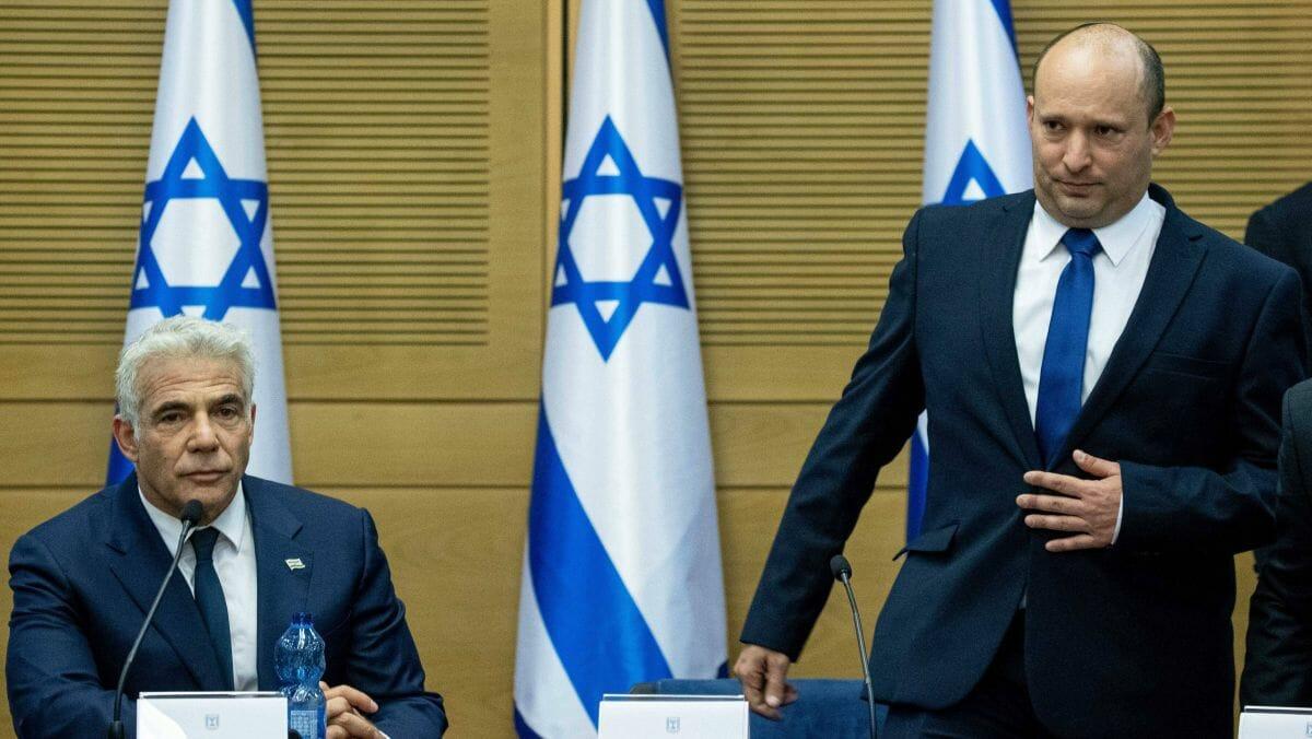 Israels Außenminister Yir Lapid (li.) und Premierminister Naftali Bennett (re.)