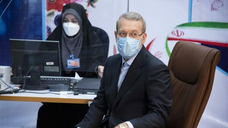 Der ehemelige iranische Parlamentssprecher Ali Larijani bei seiner Registrierung als Präsidentschaftskandidat