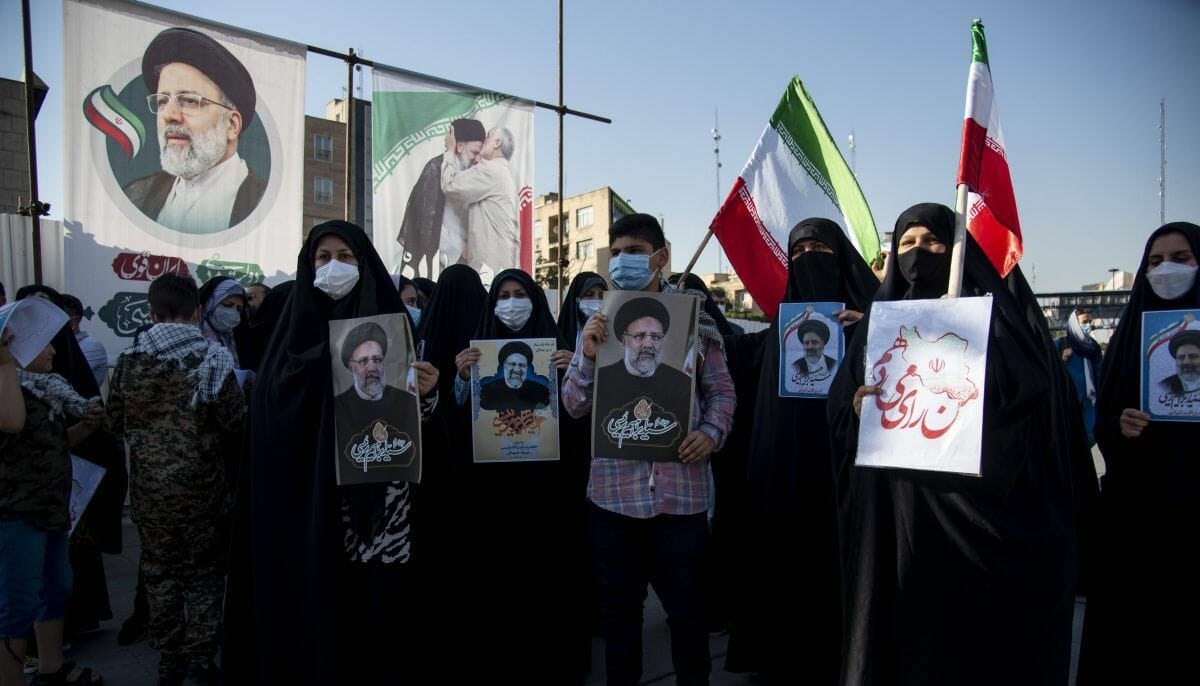 Kuss vom Terrorpaten Soleimani: Raisi auf dem Sprung zum Obersten Führer