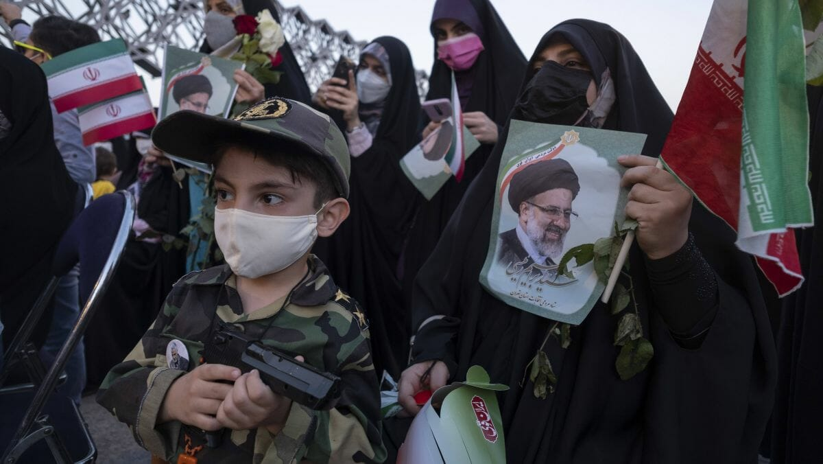 Feier zum Wahlsieg Ebrahim Raisis im Iran
