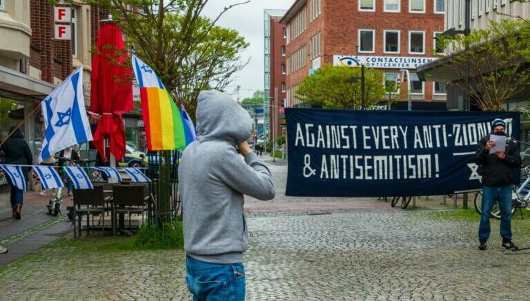 Demonstration gegen Antisemitismus und Israelhass in Kiel