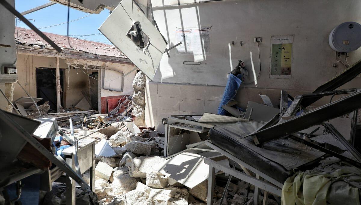 Das von Artillerisbeschuss getroffene al-Shifaa-Krankenhaus in Syrien