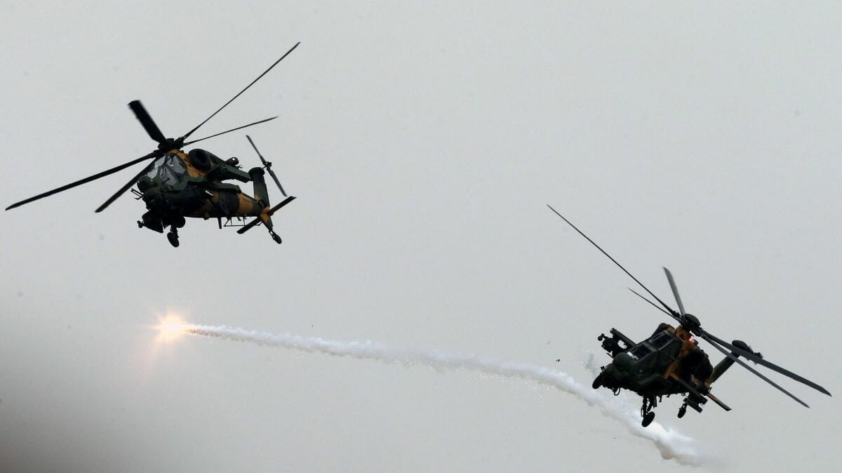 Türkische Armeehelikopter im Einsatz