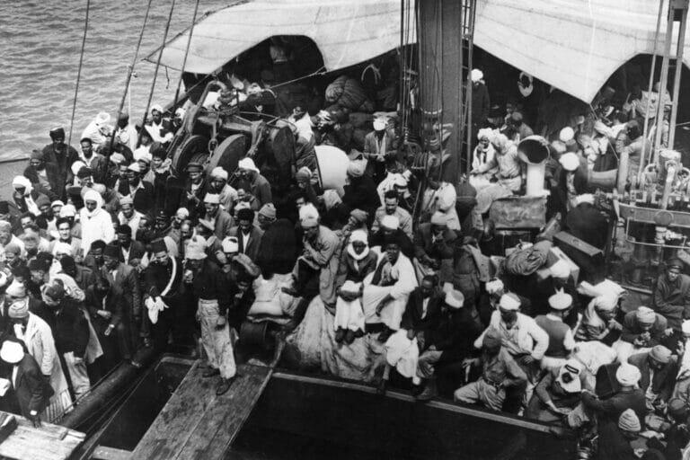 Mai 1948: Araber flüchten auf einem Schiff aus Haifa. (© imago images/United Archives International)