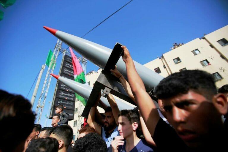 Die Hamas droht mit der Wiederaufnahme u.a. des Raketenterrors gegen Israel. (© imago images/ZUMA Wire)