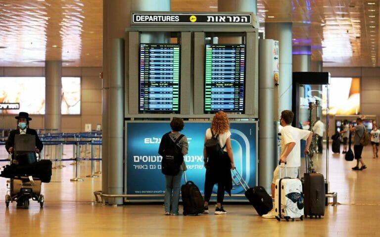 Zahlreiche Corona-Neuinfektionen in Israel führen auch zu verstärkten Schutzmaßnahmen am Ben-Gurion-Flughafen. (© imago images/Xinhua)