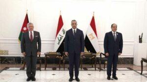Jordaniens König Abdullah II. (li.), Iraks Premierminister Mustafa al-Kadhimi (mi) und Ägyptens Prasident Abdel Fattah el-Sisi (re.) im Regierungspalast in Bagdad