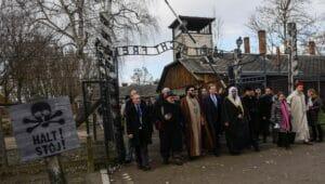 Laut Moses & Co. 'zu fremd', um Auschwitz zu verstehen: Delegation der Islamischen Weltliga besucht das KZ