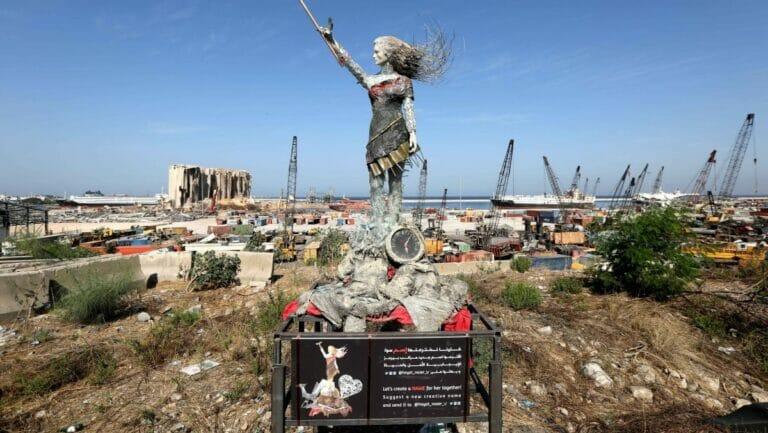 Der durch eine Explosion im August 2020 zerstörte Hafen von Beirut