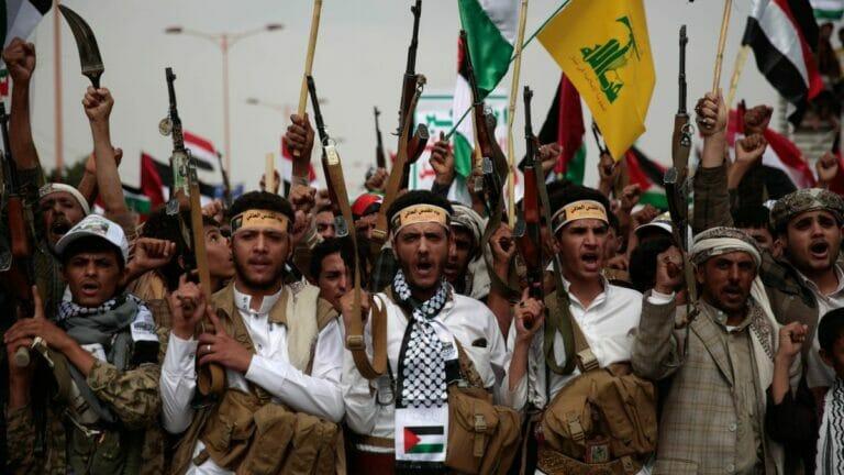 Huthi-Kämpfer in jemens Hauptstadt Sanaa