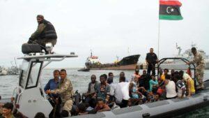 Küstenwache bringt Flüchtlinge zurück nach Libyen