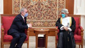 Premierminister der Palästinensischen Autonomiebehörde Ishtayeh zu Besuch bei Omans Außenminister Badr bin Hamad al-Busaidi