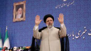 Ebrahim Raisi bei der Konferenz nach seiner Wahl zum Präsidenten des Iran