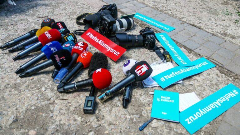 Protest gegen Einschüchterung und Gewalt gegen Journalisten in der Türkei