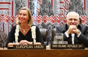 Irans Außenminister Javad Zarif konnte angesichts des Atomabkommens von 2015 gute Laune haben. Für den Rest der Region gab es laut einem bahrainischen Spitzendiplomaten dagegen nichts zu lachen. (© imago images/ITAR-TASS)