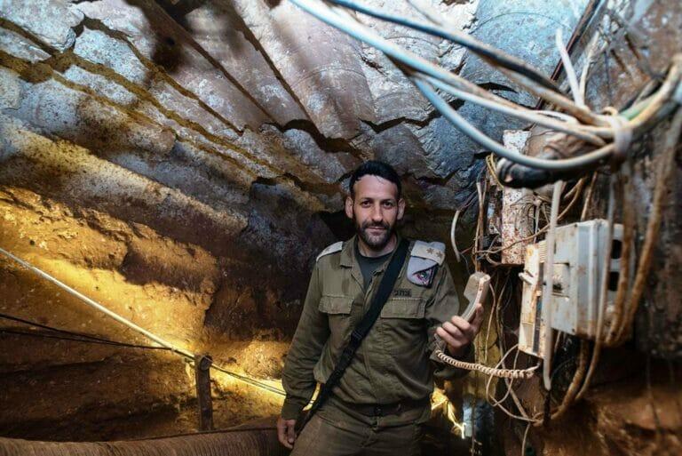 Schon 2019 präsentierte die israelische Armee einen von ihr entdeckten Hisbollah-Tunnel an der Grenze zum Libanon. (© imago images/Xinhua)