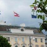 Während des jüngsten Gaza-Krieges ließ Kanzler Kurz am Bundeskanzleramt in Wien die israelische Flagge aufziehen. (© imago images/SEPA.Media)