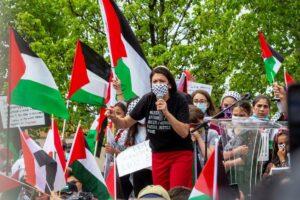 US-Demokratin und Antisemitin Rashida Tlaib auf einer israelfeindlichen Kunggebung während des jüngsten Gaza-Krieges. (© imago images/ZUMA Wire)