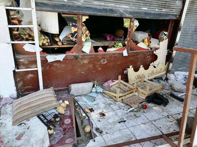 Bei den Krawallen in der Türkei verwüstetes Geschäft eines Syrers. (© imago images/Depo Photos)