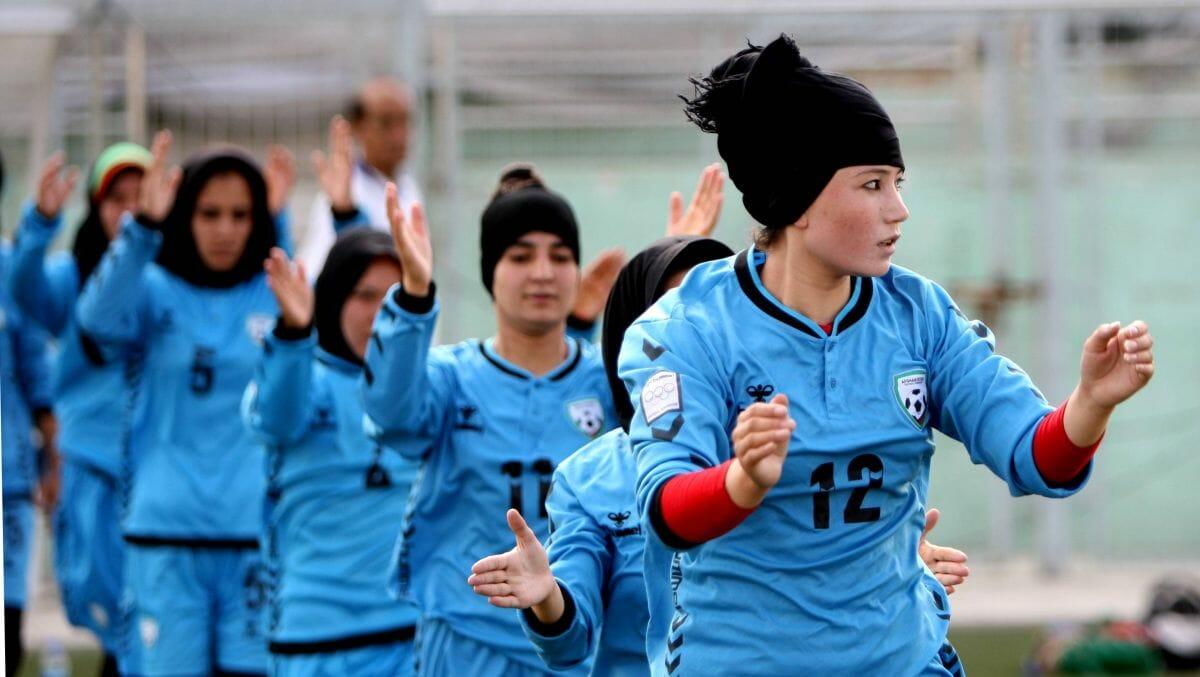 Das afghanische Fraunationaltem beim Training in Kabul 2015