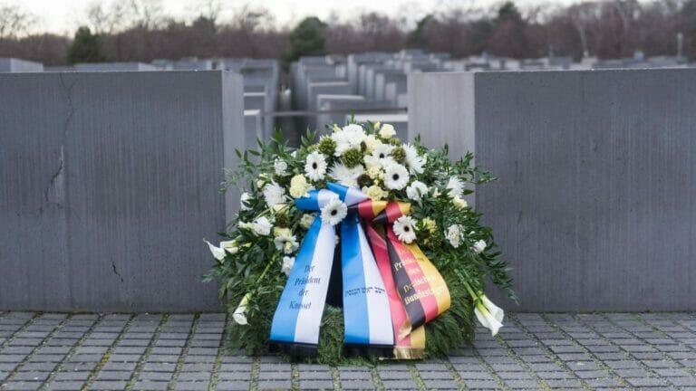 """Für Omir Boehm beugt Deutschland sich dem israelischen """"Holocaust-Messianismus"""""""