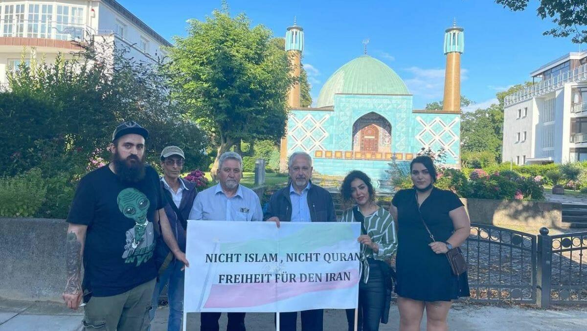 """Demonstration von """"Nasle Barandaz"""" vor dem """"Islamischen Zentrum Hamburg"""""""