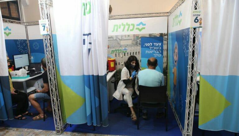 Mit einer dritten Impfdurchgang versucht Israel die Corona-Welle unter Kontrolle zu bringen