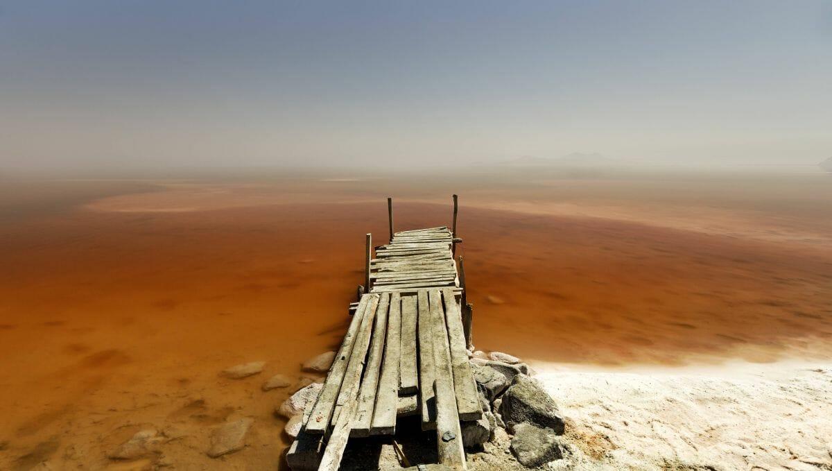 Gewässer wie der Urmia-See im Iran trocknen immer stärker aus