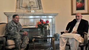 US-General Petraeus mit dem früheren afghanischen Präsidenten Karzai