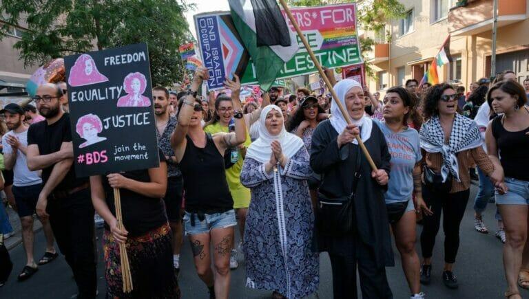 """""""Queers for a free Palestine"""" demonstrieren für den Boykott Israels"""