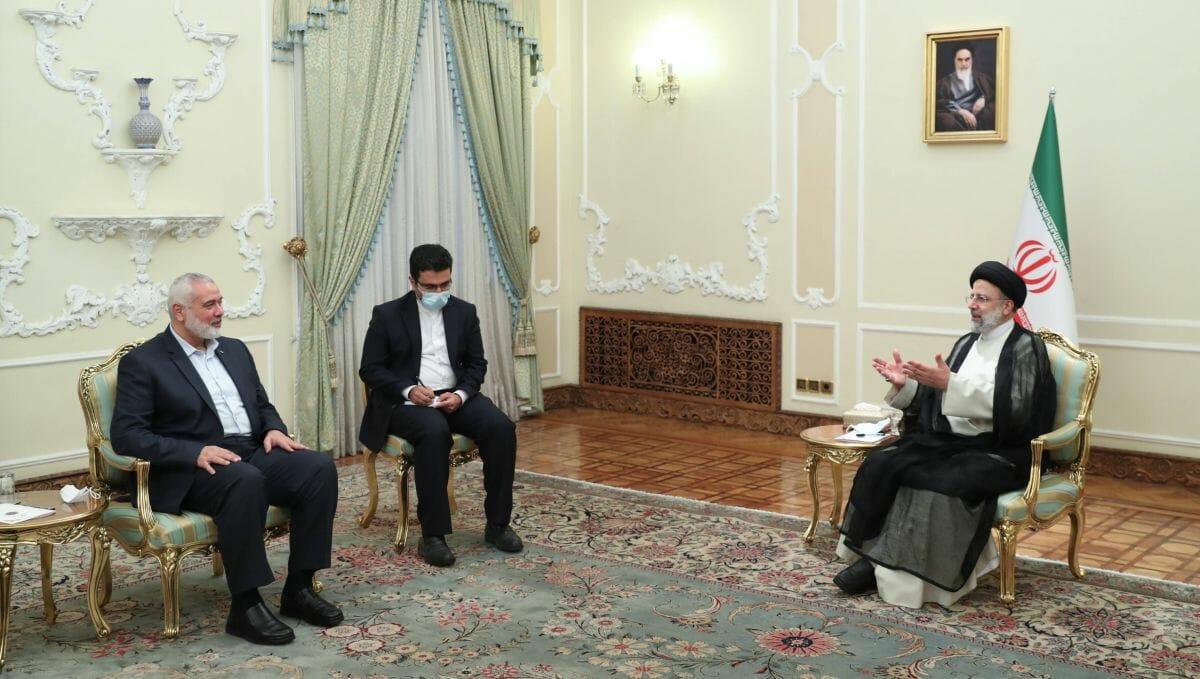 Hamas-Führer Haniyeh bei seinem Antrittsbesuch beim neuen iranischen Präsidenten Raisi