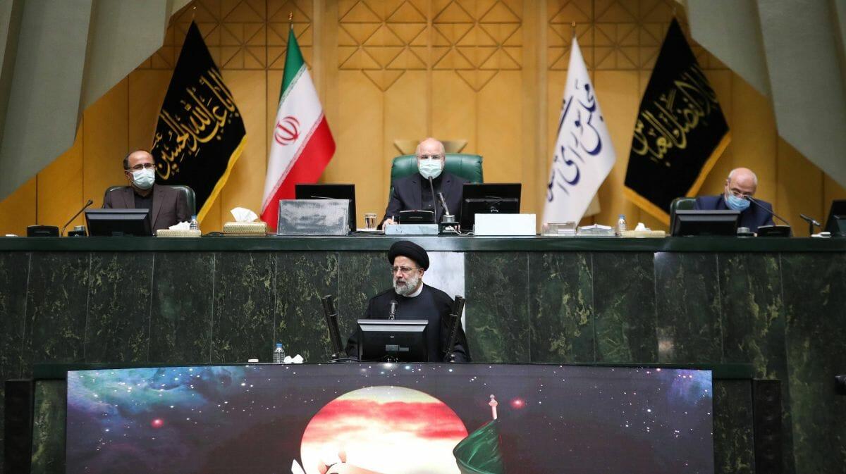 Irans neuer Präsident Raisi präsentiert dem Parlament sein Kabinett
