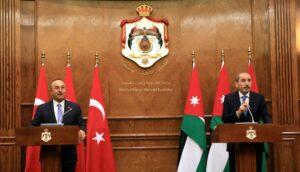 Der türkische Außenminister Cavusoglu auf einer Pressekonferenz mit seinem jordanischen Amtskollegen Safadi