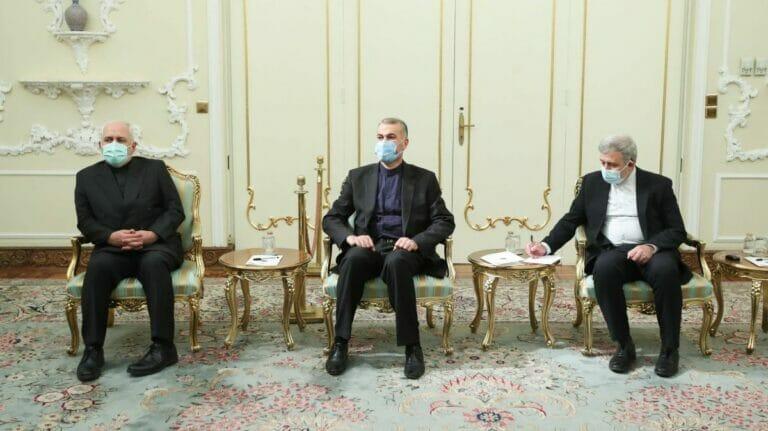 Ex-Außenminister Zarif (li.) und seine Nachfollger Amir-Abdollahian (mi.)